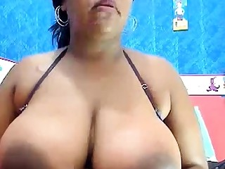 Hot Busty Black Slut Plays On Cam