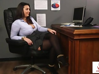 Office honey teaches concomitant fucking partner to masturbate